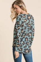Load image into Gallery viewer, ANIMAL PRINT TOP (MINT)