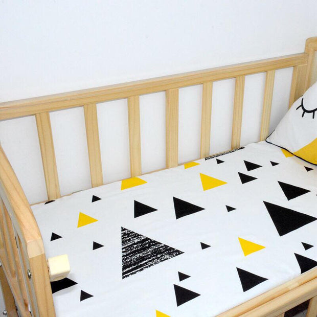 Black and Yellow Triangles Cot Sheet