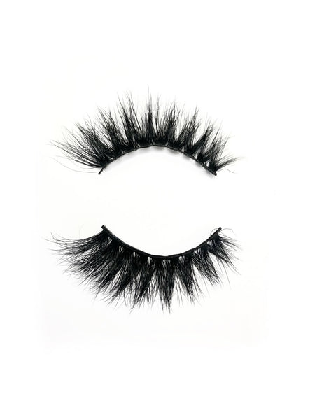 "Lash style ""Out the closet"""