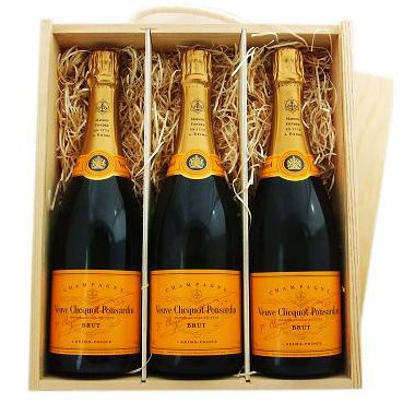 Veuve Clicquot Yellow Label Brut Champagne, 3 x 75cl in a fitted Wooden Box