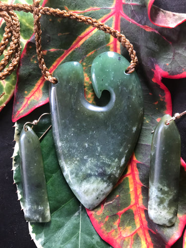 Open Ocean-Tone Pounamu Heart with Earrings (Medium,large)