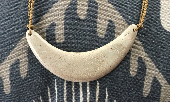 White Petrified Whalebone Collar 4inch