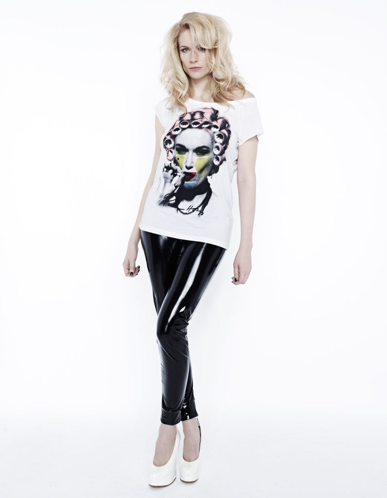 Curlers I-con Print T-shirt with Signature.