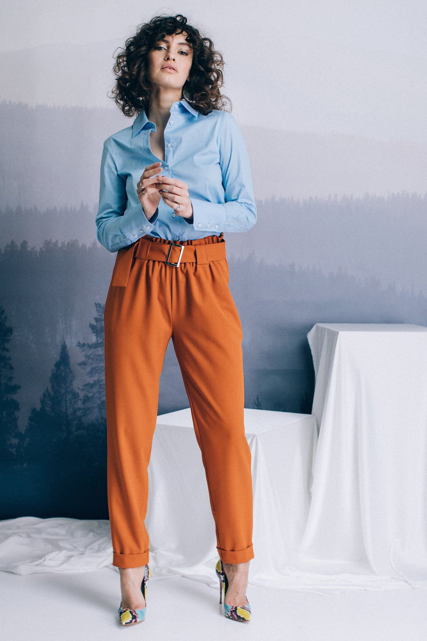 High-waist baggy trousers with belt in matching fabric
