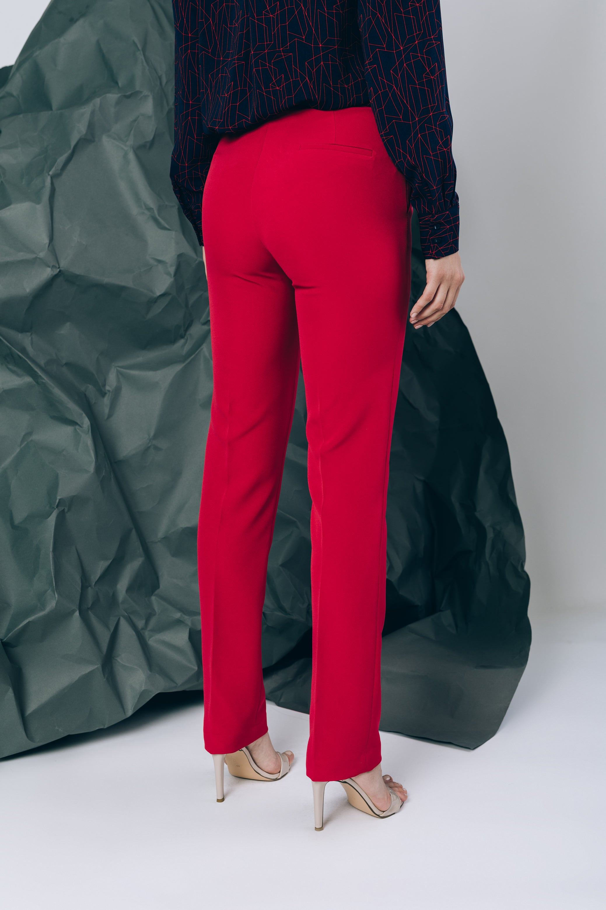 Straight-leg trousers with seams