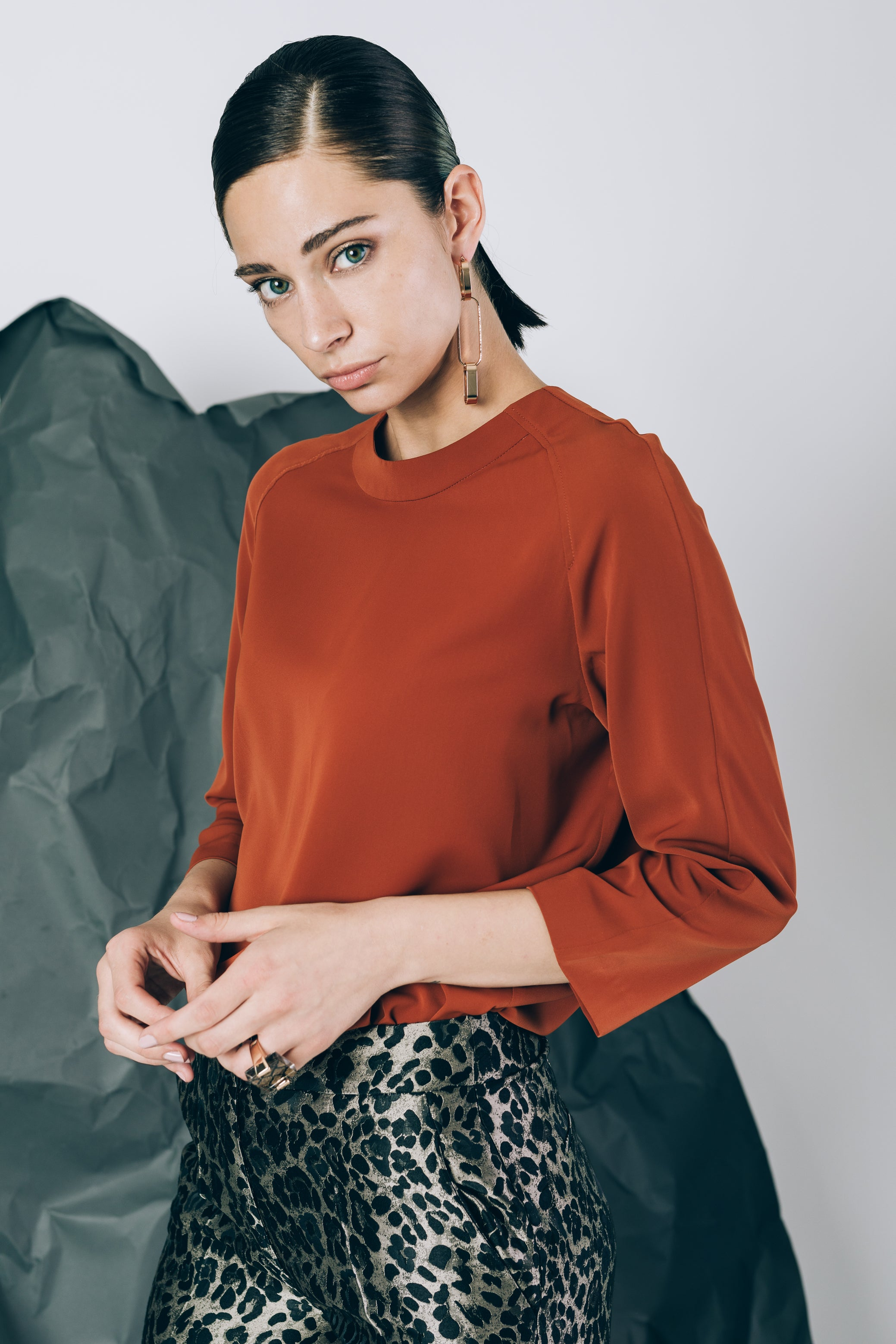 Round-neck blouse in terracote