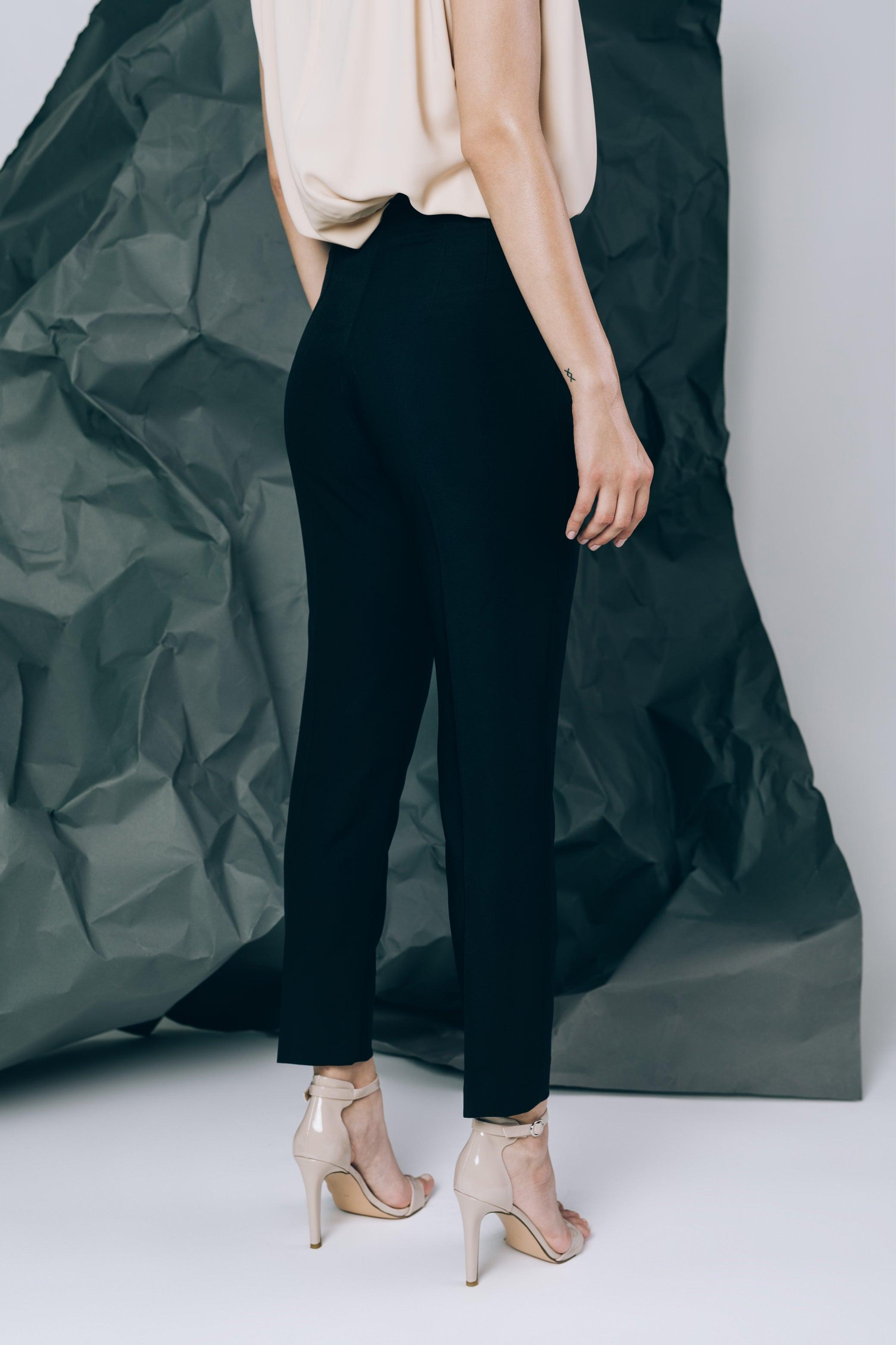 High-waist trousers with seams