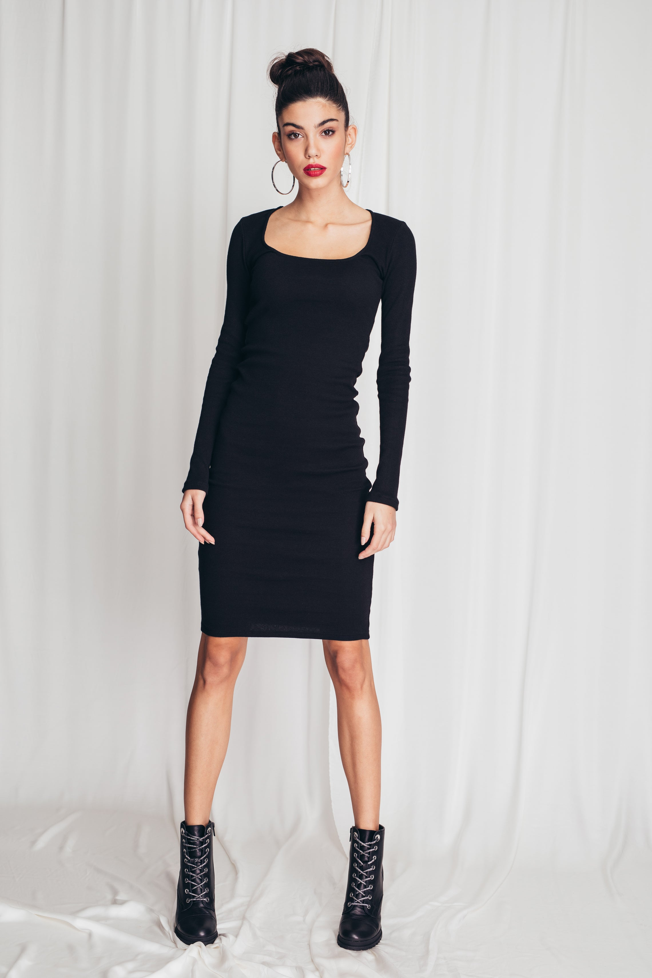 Fitted ribbed dress with square neckline