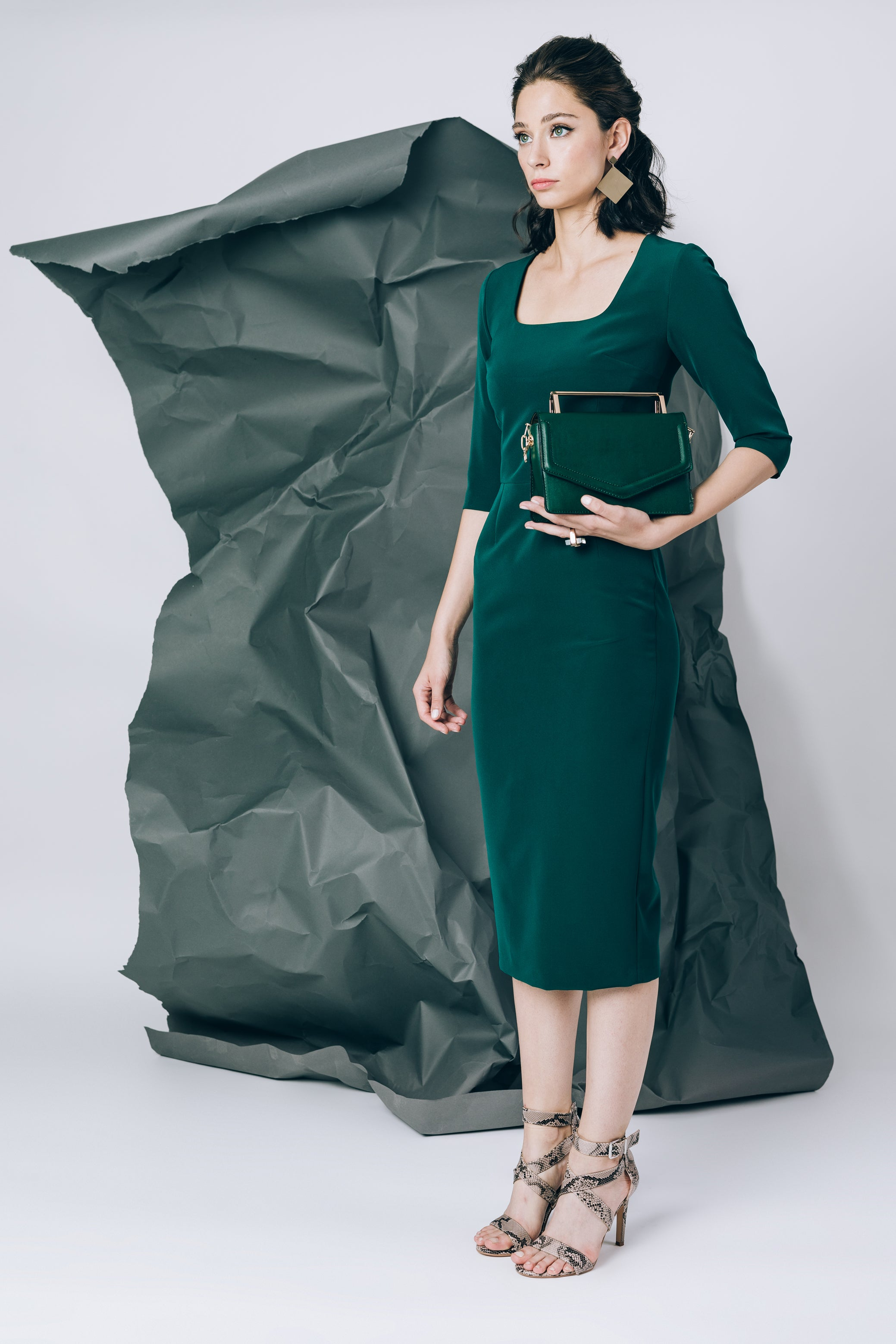 Mid-length dress in emerald green with square neckline