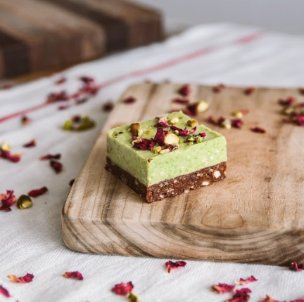 Lime & Pistachio | Box of 16 x 85g
