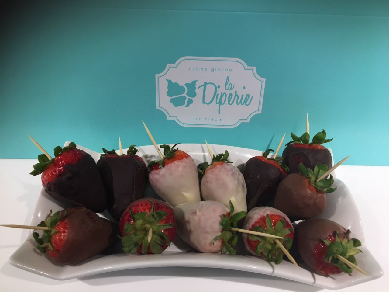 12 chocolate dipped strawberries