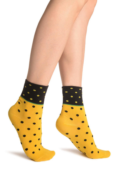 Small Polka Dot On Yellow With Black Top Ankle High Socks