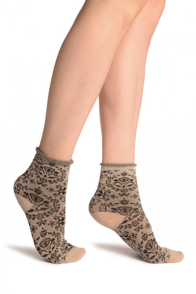 Versailles Pattern With Rolling Top on Mocha Ankle High Socks
