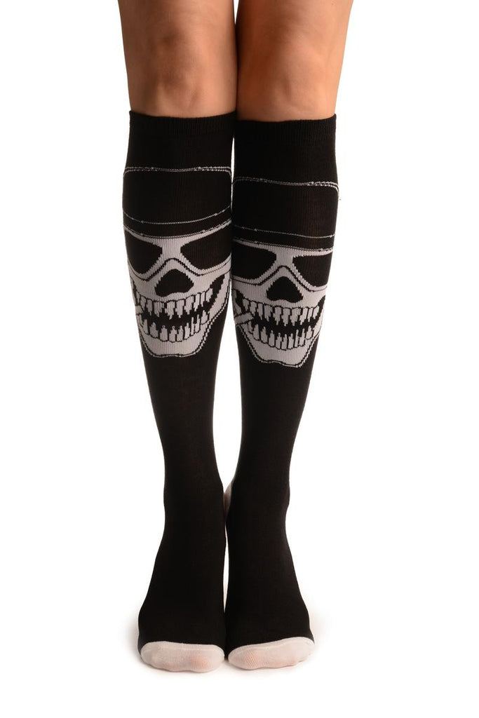 Black With White Woven Smoking Skull (Halloween)