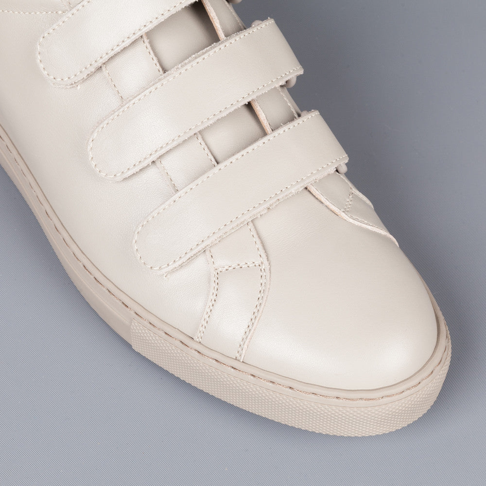 common projects achilles three strap 3strap warm grey frans boone store. Black Bedroom Furniture Sets. Home Design Ideas