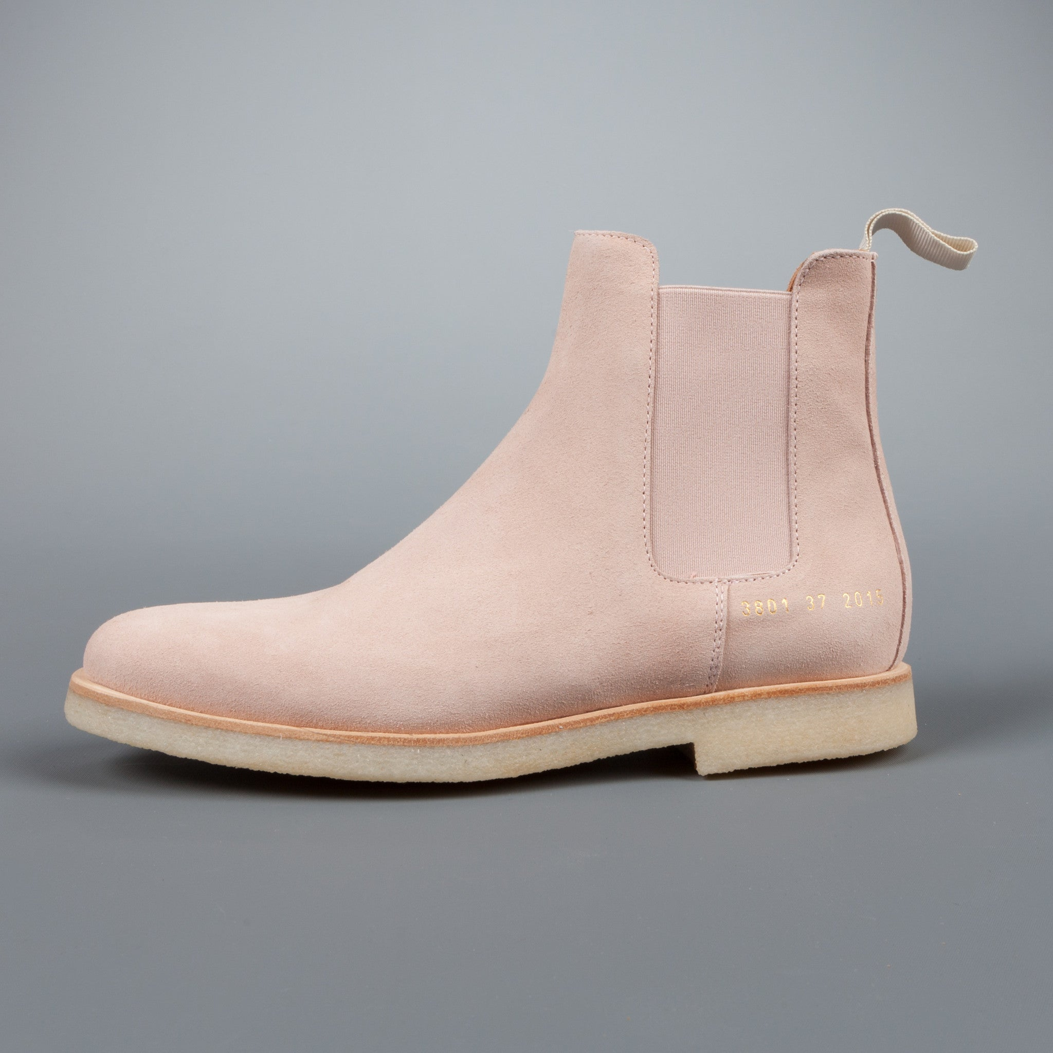 woman by common projects chelsea boot in blush suede frans boone store. Black Bedroom Furniture Sets. Home Design Ideas