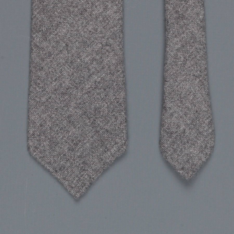 Drakes Cashmere tie, untipped Flannel