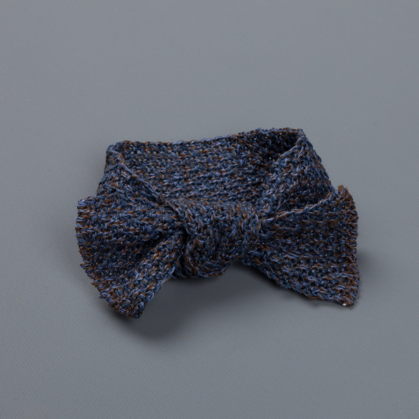 Inis Meáin Moss stitch bow tie linen silk col 13