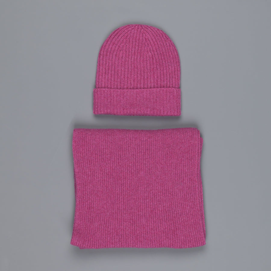 William Lockie Cashmere Ribbed Hat And Scarf Set Loganberry – Frans ... b14dc13498a