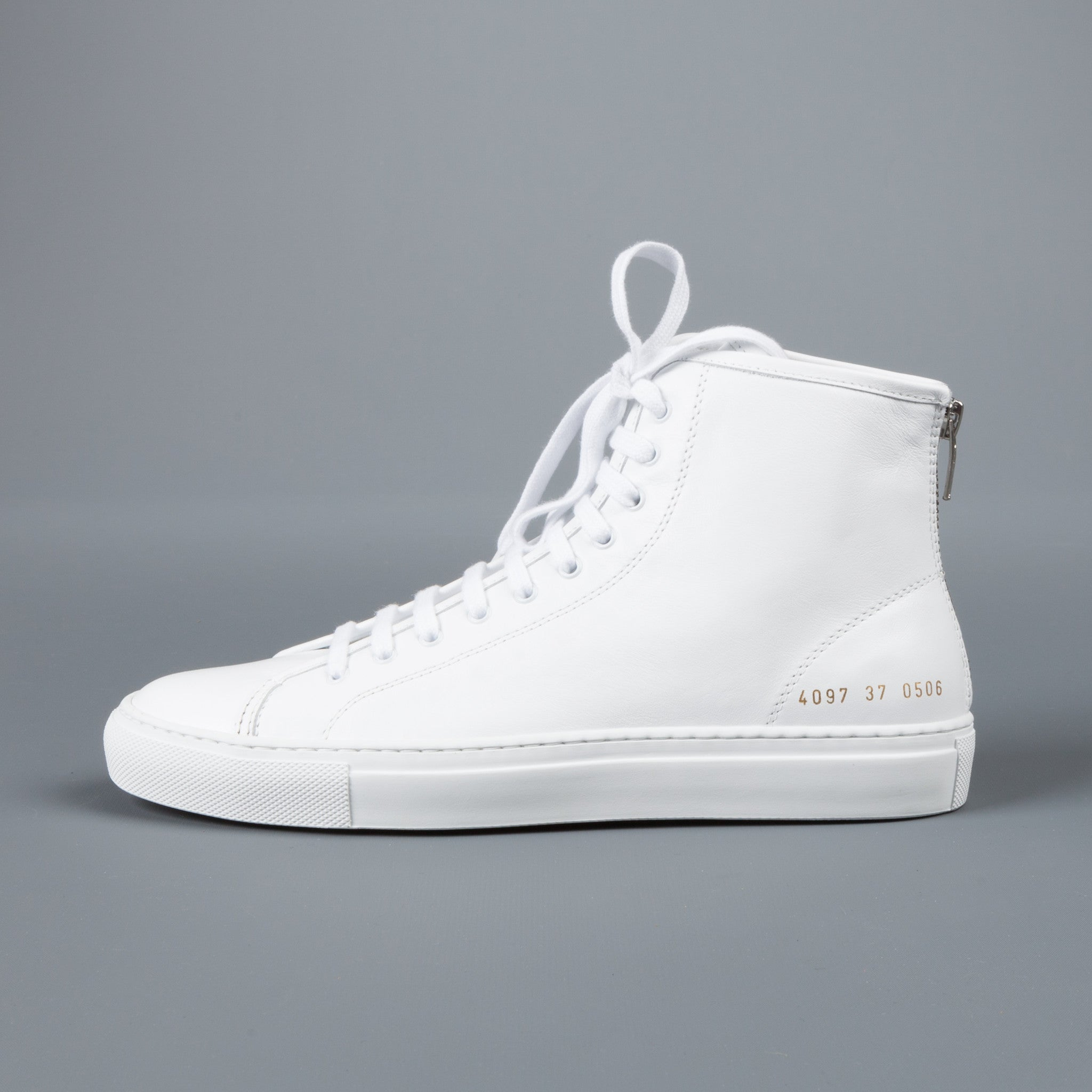 woman by common projects The common projects for women range emphasizes relaxed styles, bringing modern twists to conventional forms versatile, understated tones typify the pieces, each being printed with a model number for a distinguished, utilitarian aesthetic.
