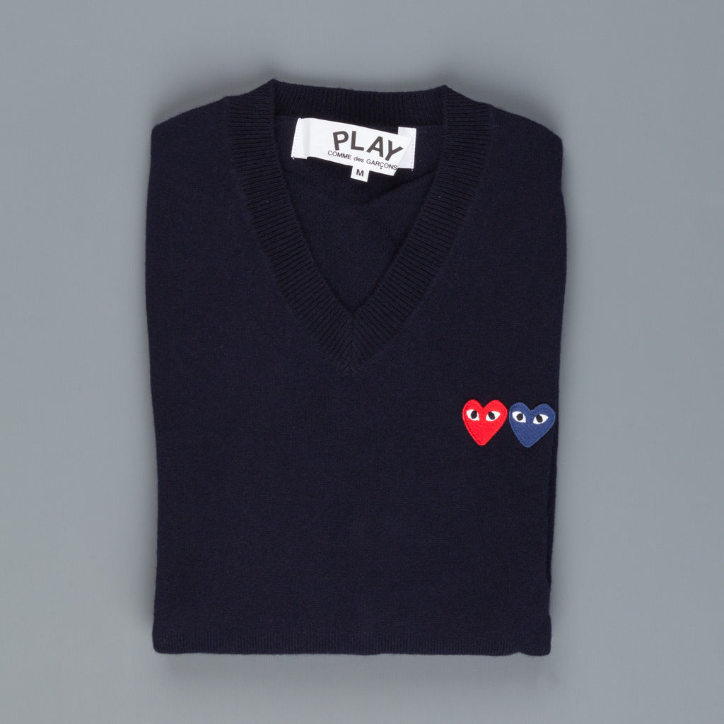 play comme des gar ons double heart v neck sweater navy. Black Bedroom Furniture Sets. Home Design Ideas
