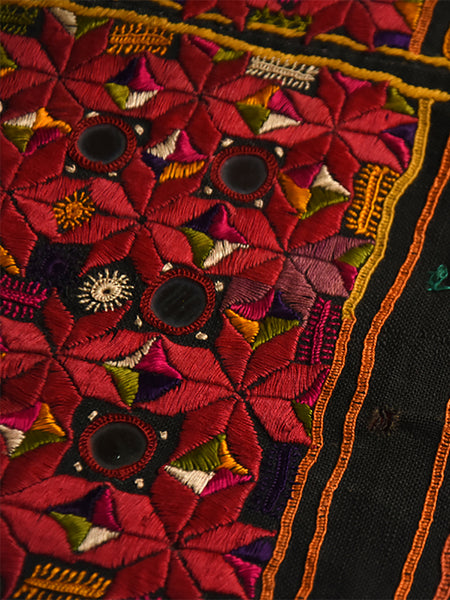 Hand embroidered blouse, Kanjari, Kutch (Gujarat) 1605 - ahmedabadtrunk.in