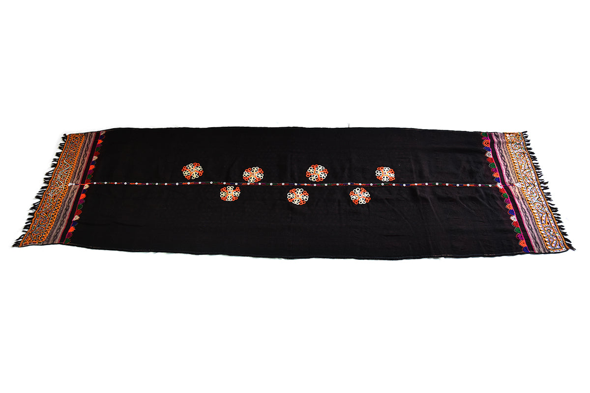 Hand embroidered Shawl, Ludi, Gujarat 997 - ahmedabadtrunk.in