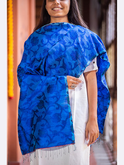 Banarasi Handwoven Tie & Dye Raw Silk Stole Medium Blue - ahmedabadtrunk.in