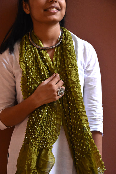 Bandhni Tie-Dye Stole Medium Green And White for women - ahmedabadtrunk.in