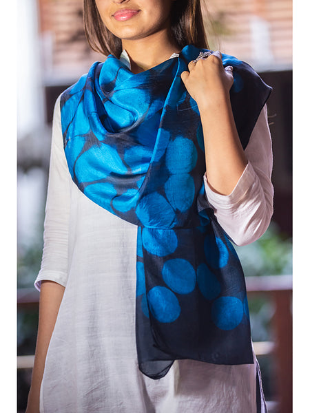 Clamp -Dye Silk Stole Black And Blue for women - ahmedabadtrunk.in
