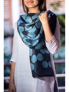 Clamp-Dye Silk Stole Black And Gray For women - ahmedabadtrunk.in