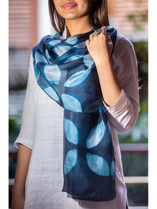 Clamp-Dye Silk Stole Navy Blue And White for women - ahmedabadtrunk.in