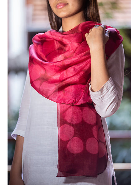 Clamp-Dye Silk Stole Red And Marun for women - ahmedabadtrunk.in