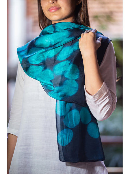 Clamp-Dye Silk Stole Blue And Navy Blue for women - ahmedabadtrunk.in