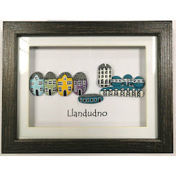 Load image into Gallery viewer, Image of Llandudno Pebble Frame