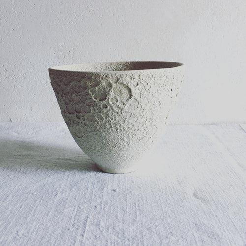 High decorative bowl, beige stoneware with moon effect, matte glaze,  contemporary ceramics, art decoration, handmade ceramics by Carola Barroch, Ibiza, lunatick collection,