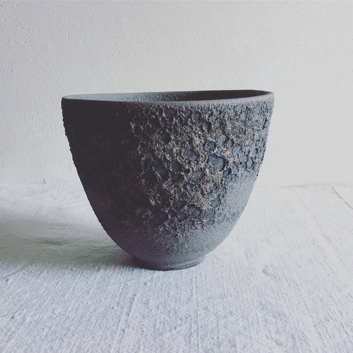 High decorative bowl, gray stoneware with volcanic effect, contemporary ceramic, art decoration, ceramic handmade by Carola Barroch, Ibiza, lunatick collection
