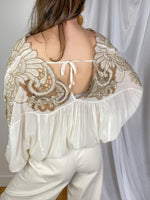 Top boho blanco con bordados