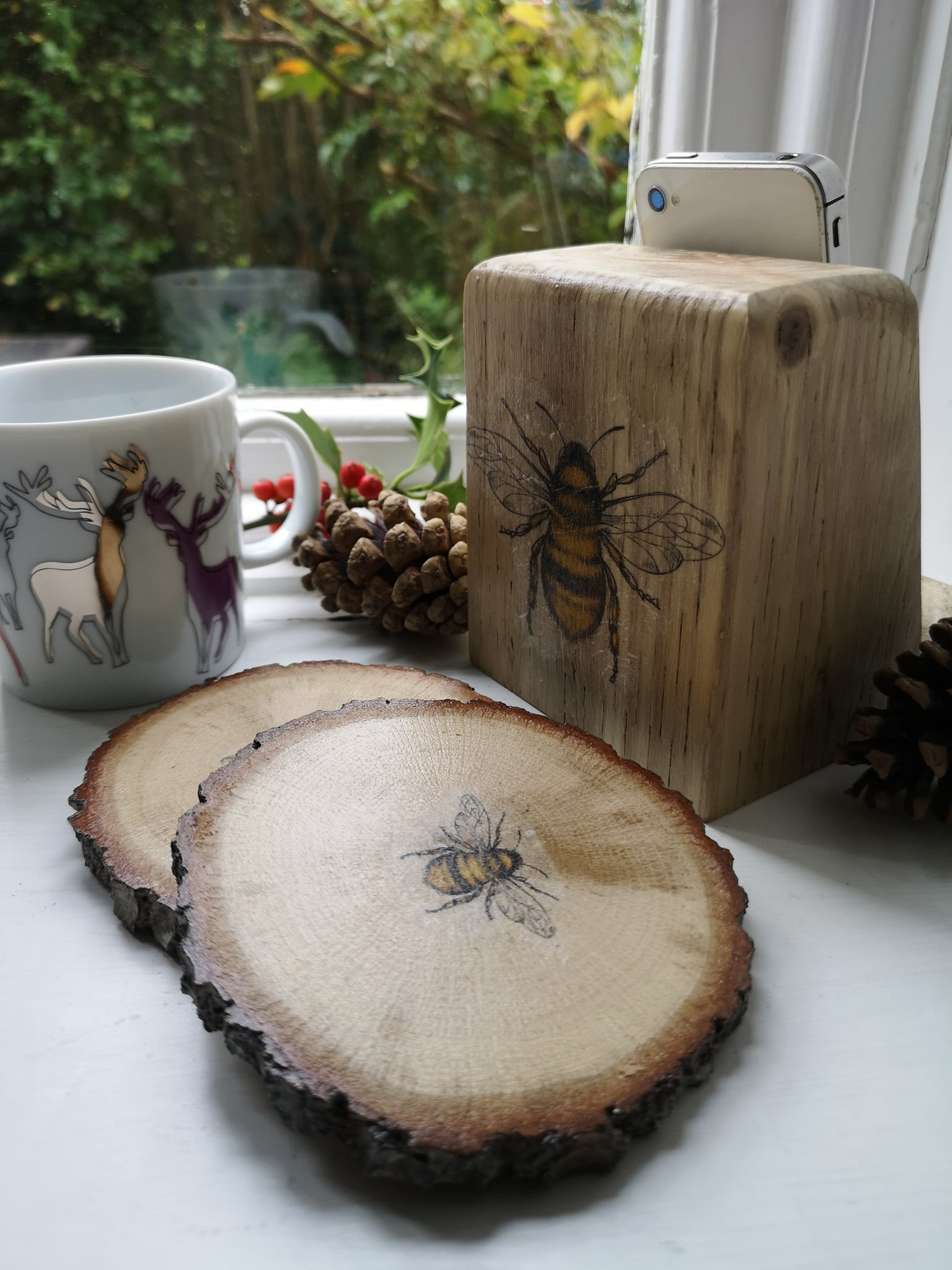 Gift Set - Bee Phone stand & Bee Coasters