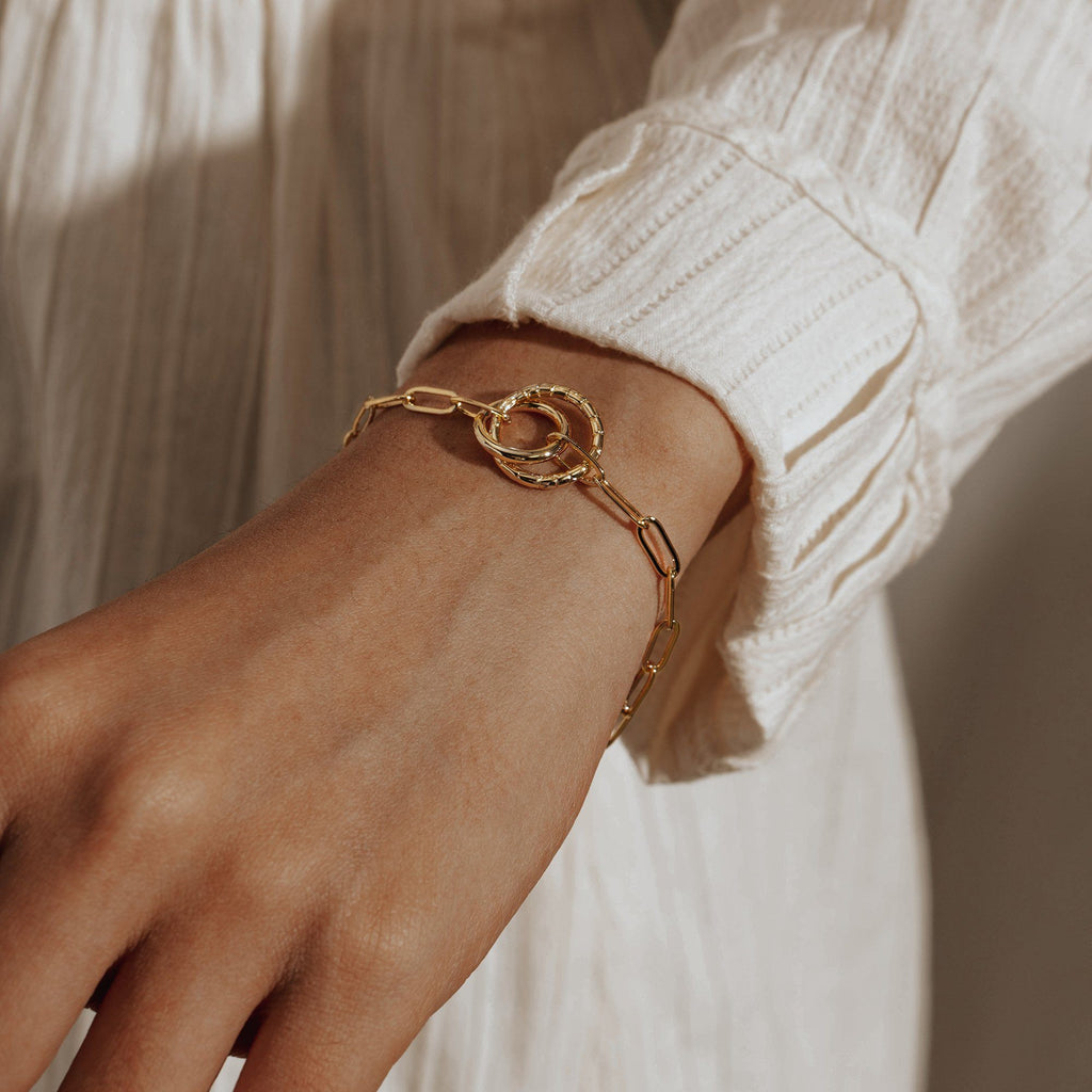 AMOUR |  Paper Clip Chain Bracelet with Textured Linked Rings