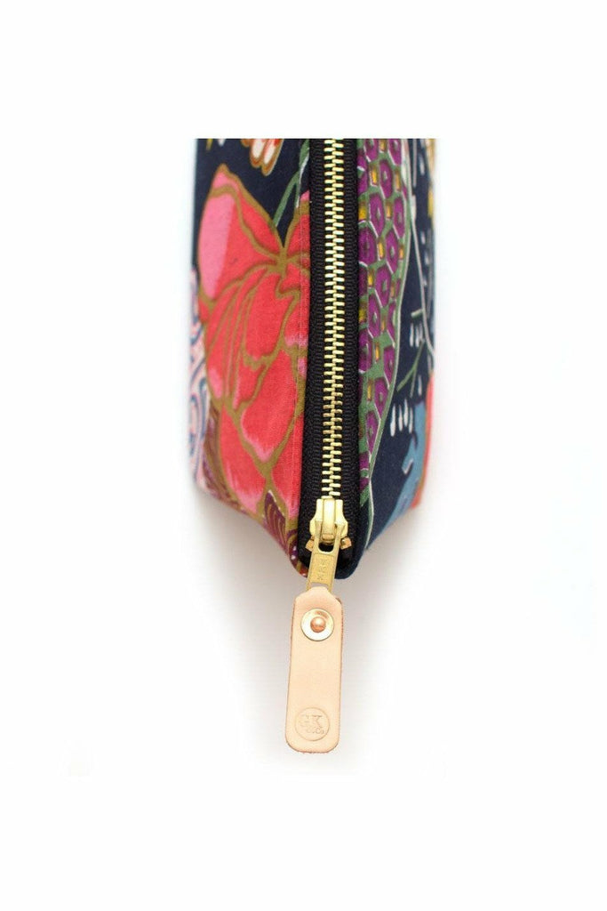 General Knot General Knot - Travel Clutch - Dark Garden Tomato