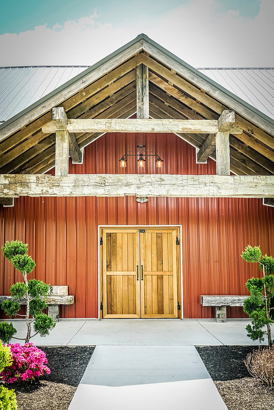 wedding  at the barn at sugarcreek