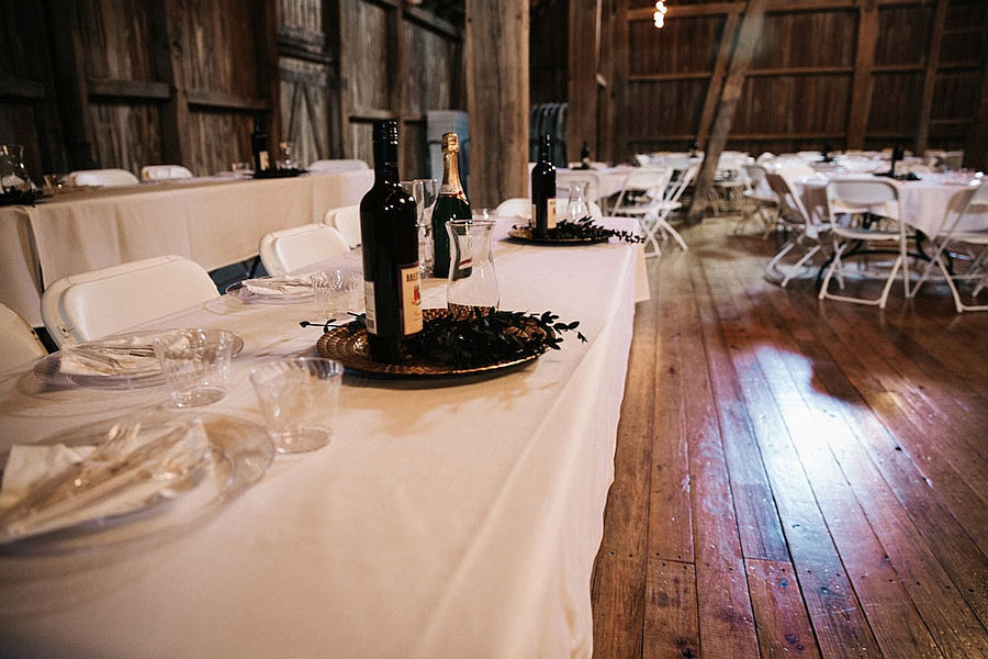 table setting barn at sugarcreek