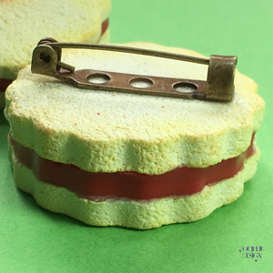Small Shrewsbury Biscuit Brooch