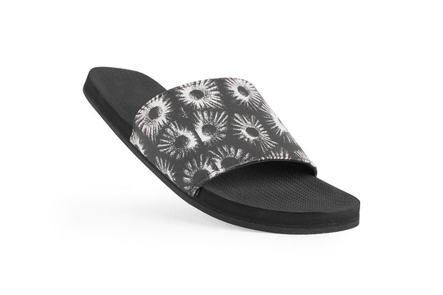 ESSNTLS Slides Texture Men - Black Circle Coral on Black