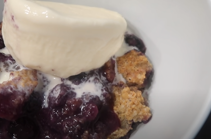 HEALTHY BLUEBERRY COBBLER | POSTRE DE ARANDANOS SALUDABLE