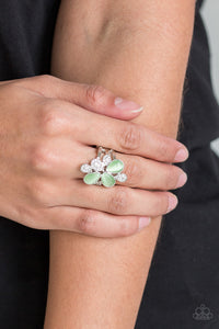 Paparazzi Diamond Daises-green