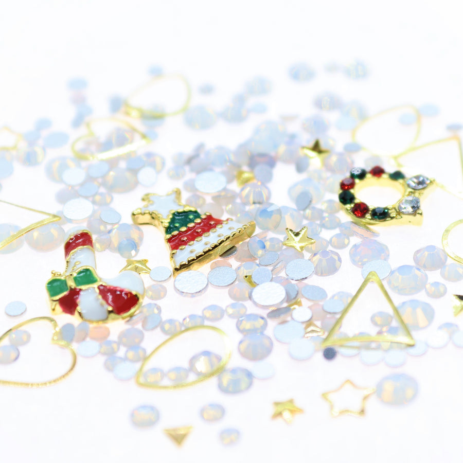 Christmas | Nail Art Charms | #8 - White opal and gold with charms