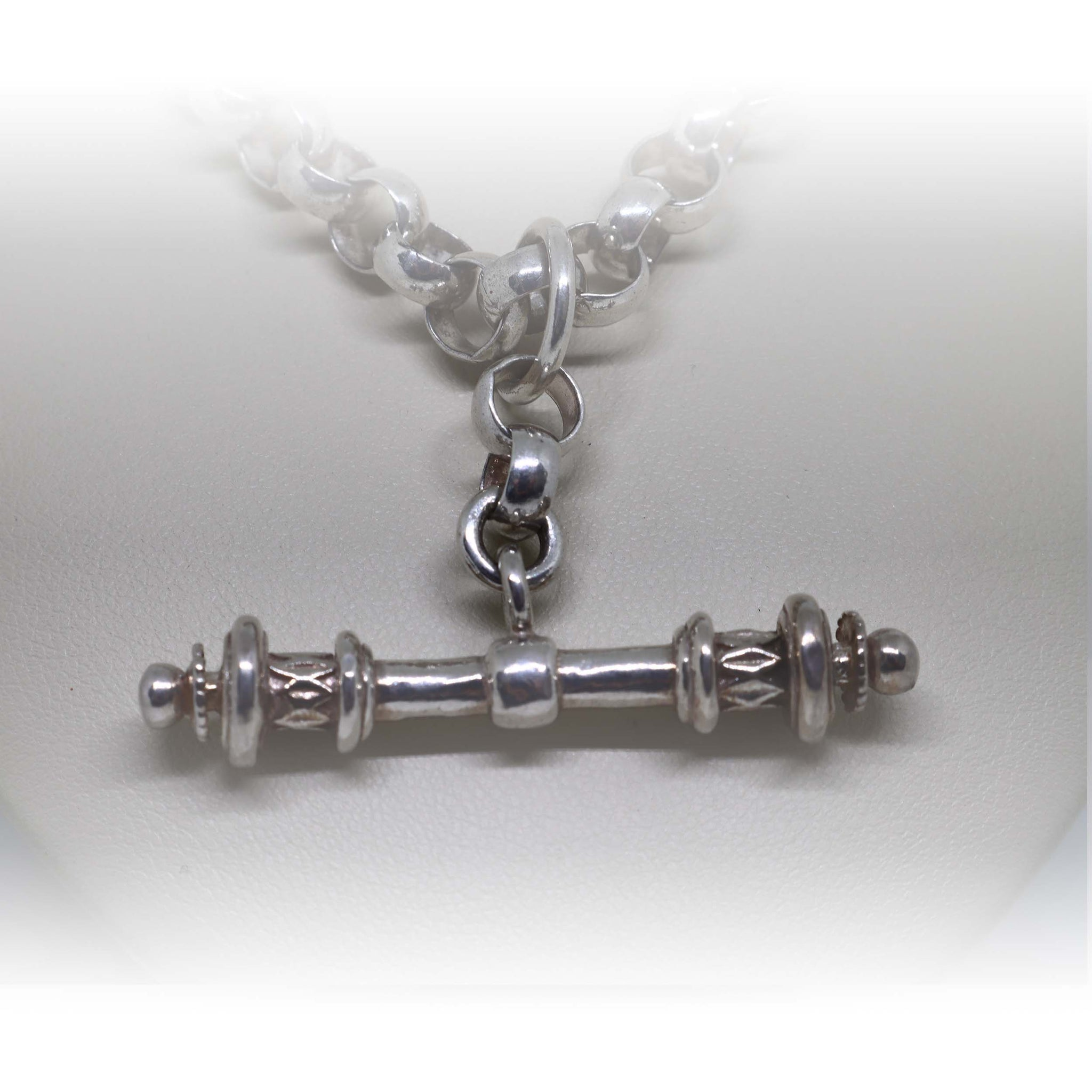 Round Chain with Embellished T Bar