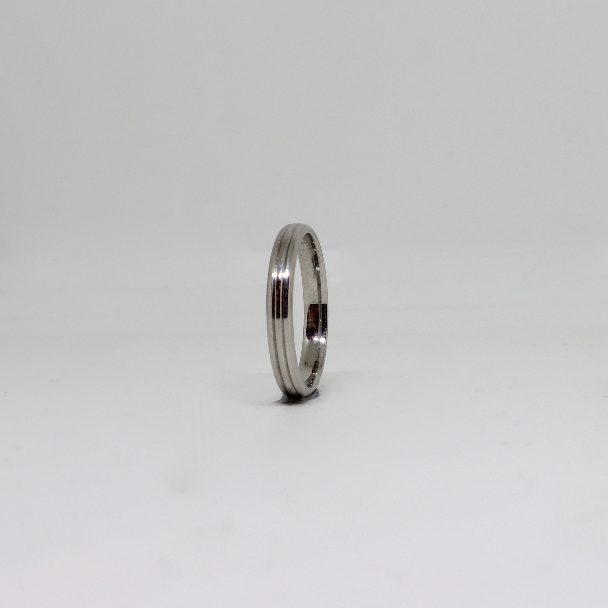 Platinum double lined womens ring